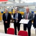 Na zdjęciu, tuż po podpisaniu umowy dotyczącej kontynuacji współpracy, od lewej Ewa Rondio, Maciej Chorowski, Krzysztof Kurek, Helmut Dosch i Zbigniew Gołębiewski, fot NCBJ.