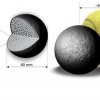 W kuli grafitowej nieco mniejszej od piłki tenisowej mieści się ponad 10000 paliwa TRISO, rys. NCBJ