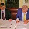 Prof. Grzegorz Wrochna,  Pełnomocnik Dyrektora NCBJ i dr Kam Ghaffarian, właściel i założyciel X –Energy w trakcie podpisywania listu intencyjnego, fot. Ministerstwo Energii